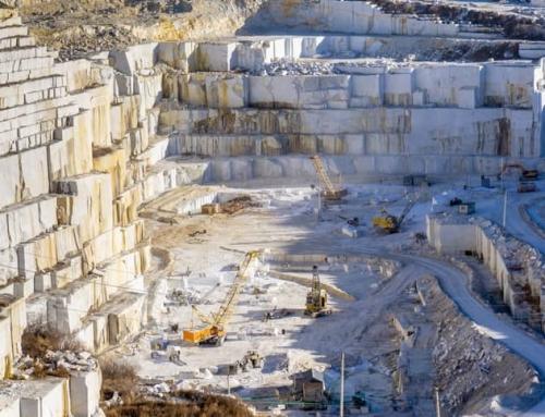 Elevación de piezas de mármol: pinzas vs ventosas